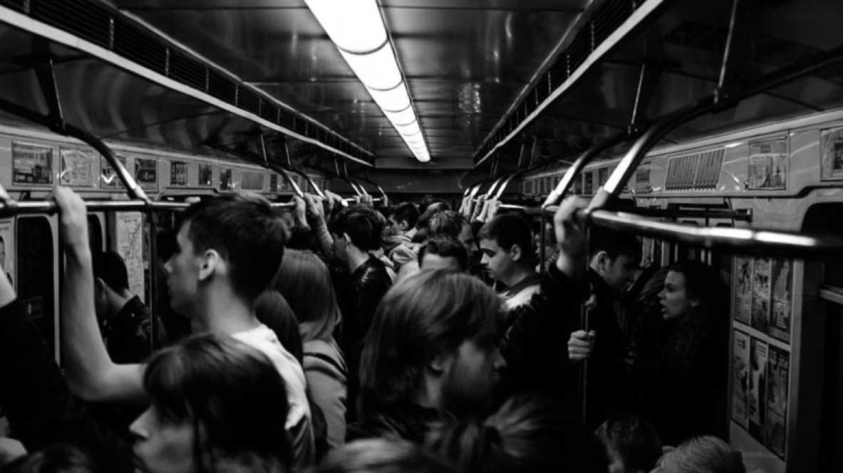 この記事を読んでいる多くの人が持っている「スキマ時間」は、会社や学校への通勤通学時間かと思います。